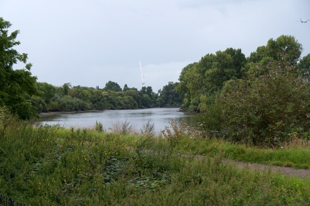 The Thames upstream from the Royal Botanic Gardens, Kew