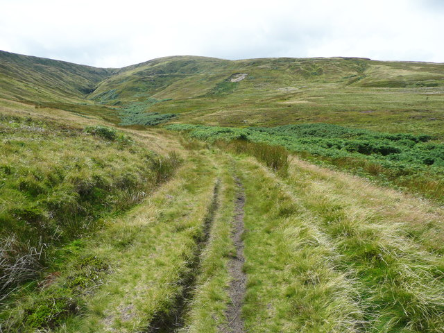 Track into Issue Clough from the end of Issues Road