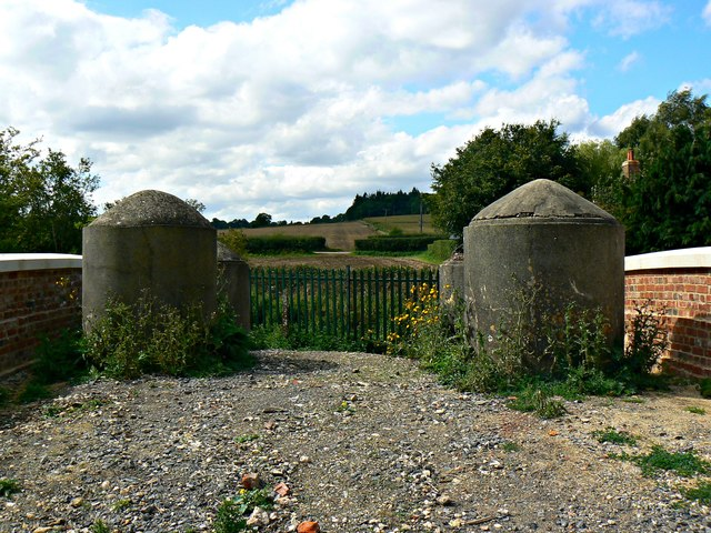 Anti-tank traps, Bridge 99, Kennet and Avon Canal near Crofton revisited
