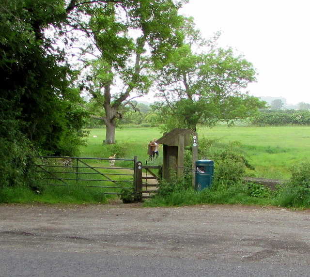 Entrance to the Wysis Way and the Thames Path near Kemble