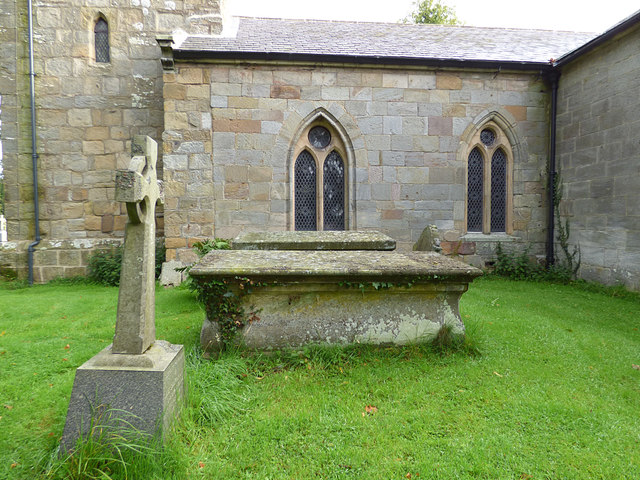 St Maurice, Eglingham - churchyard tombs