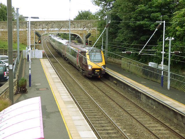 Northbound Cross Country train through Alnmouth