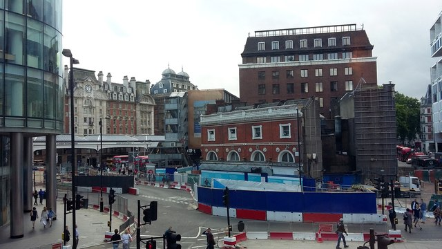 Terminus Place, Victoria Station