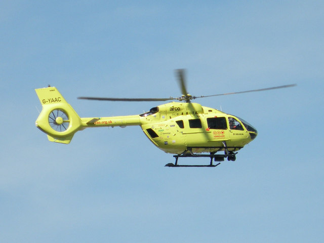 G-YAAC landing at Leeds General Infirmary
