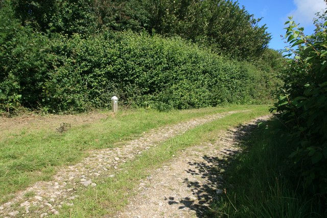 Junction  of paths north of North Barn Farm