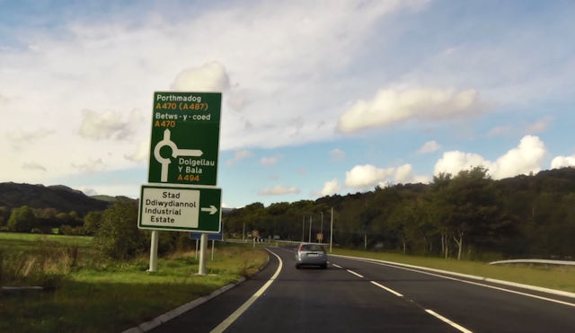 Signs for new roundabout on Dolgellau bypass