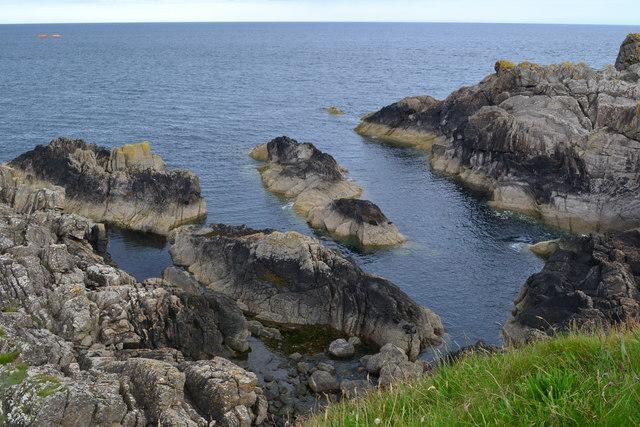 Rocky shore near Whalt Point