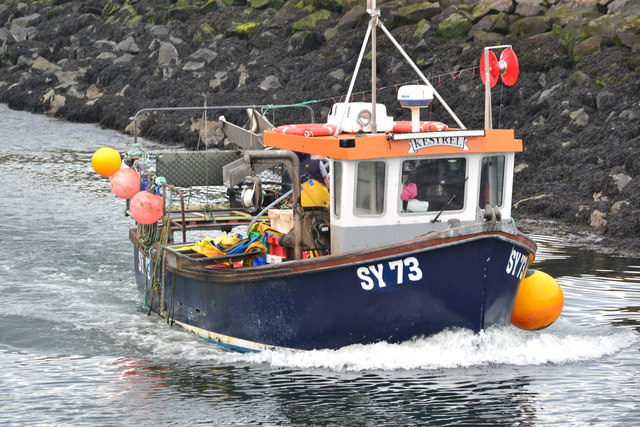 """Fishing boat """"Kestrel"""" entering Eyemouth Harbour"""