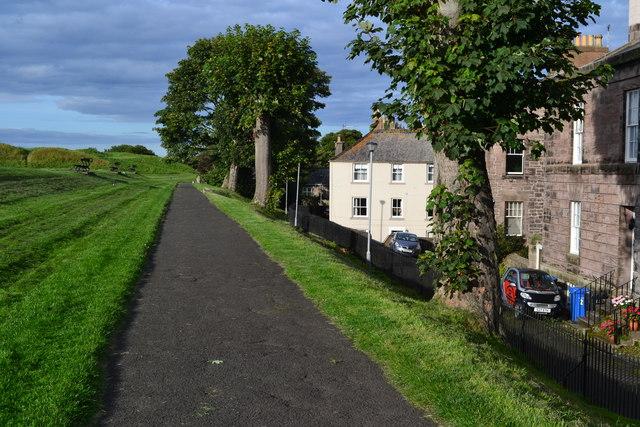 Path on the ramparts, Berwick-upon-Tweed