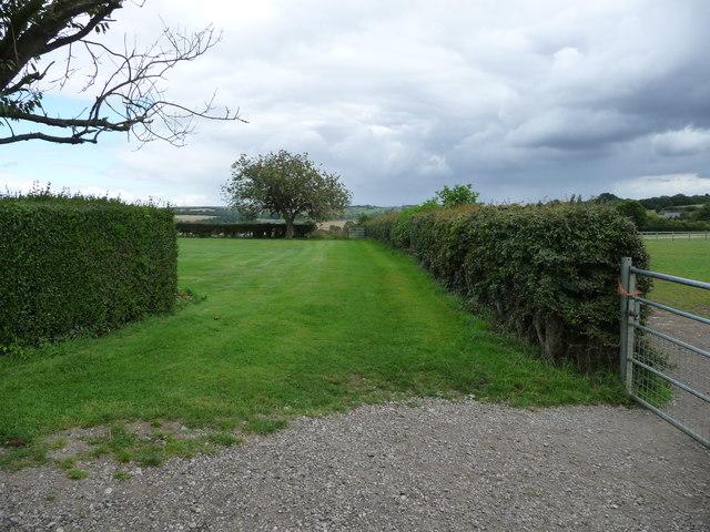 Public footpath to Station Road, near Hall Farm