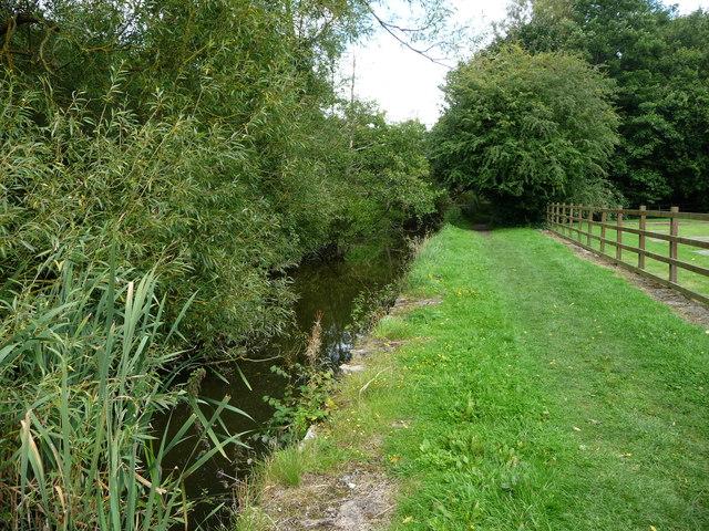 Public footpath along the Pinxton Arm towpath