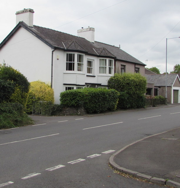 Crickhowell Road houses, Gilwern