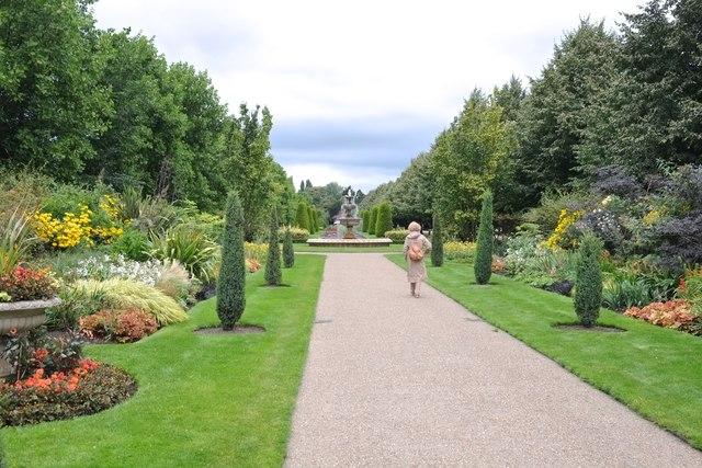 Along the Broad Walk (4)