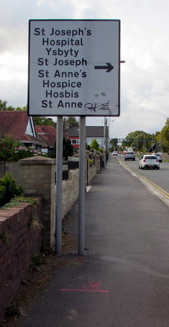 Hospital and hospice direction sign, Malpas Road, Newport