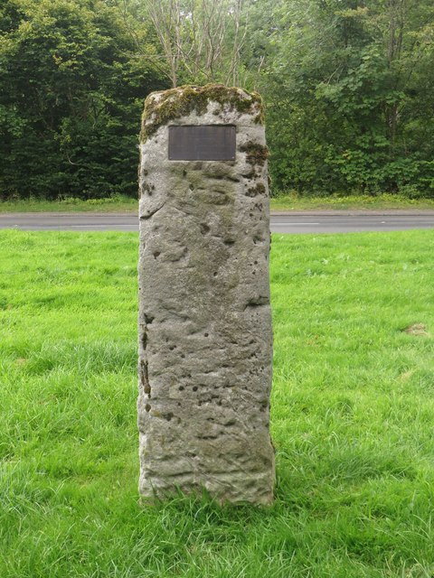 Standing stone with plaque, Mitofrd