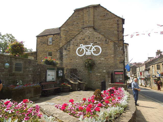 Pateley Bridge High Street with TdY bicycle
