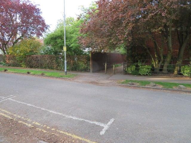 Footpath to Vicar's Brook