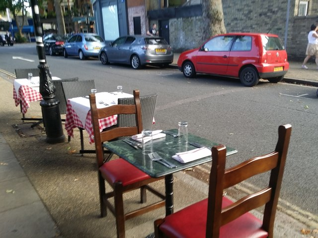 Outdoor dining in Kew Station Road