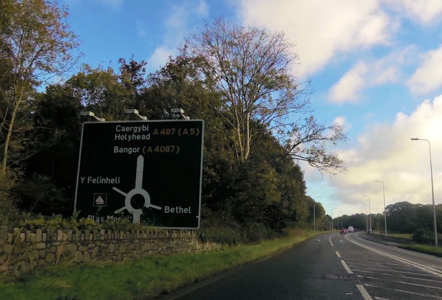 Approaching roundabout south of Y Felinheli