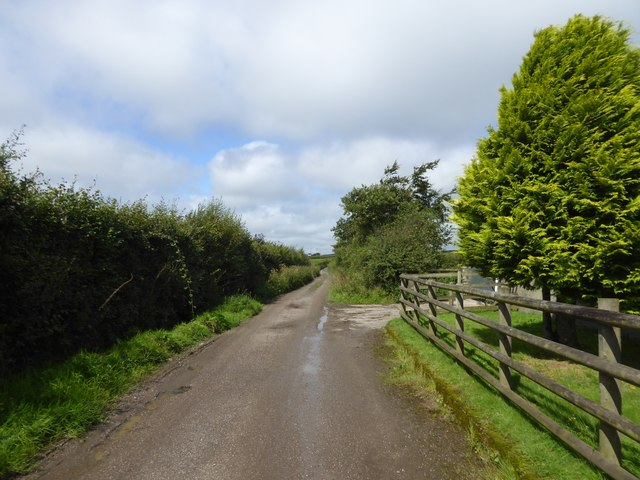 Road passing Cruft Gate