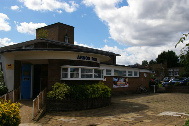 Arnos Pool, Bowes Road, N11