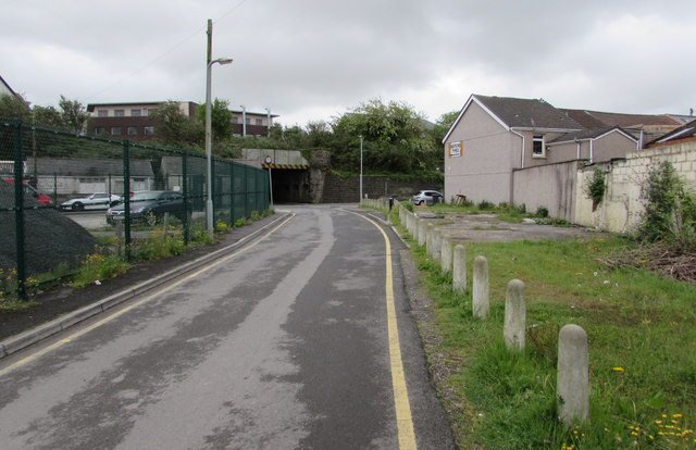 Cribbs Row towards Commercial Street, Neath