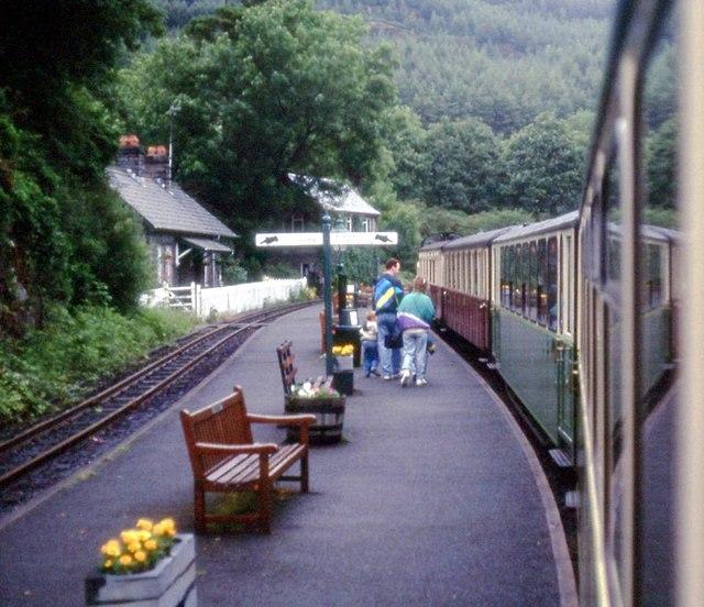 Tan-y-bwlch station platform
