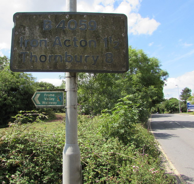Grimy distances sign, Yate Road, Yate