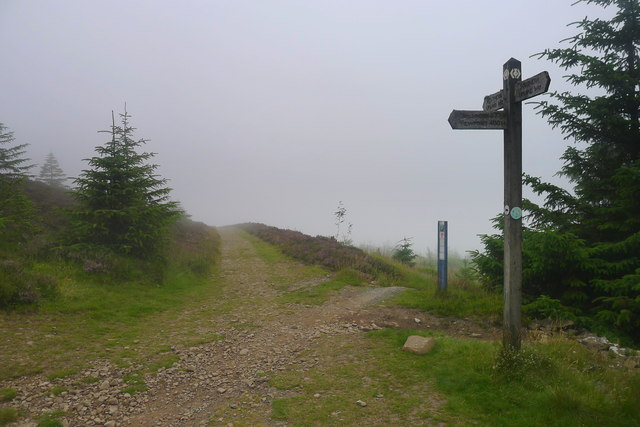 Footpath finger post to the summit of Minch Moor