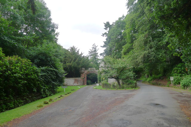 The Cross Borders Drove Road passing the entrance to Glen House