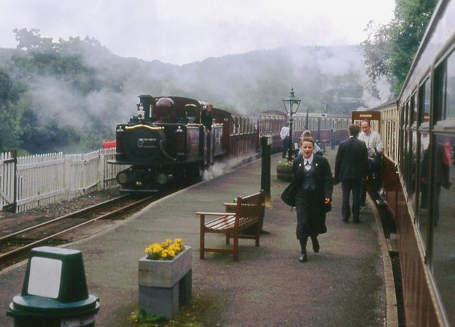Busy cross-over at Tan-y-bwlch station