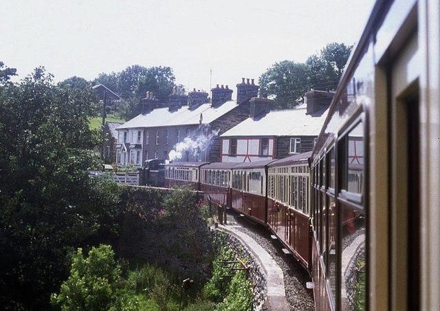 Train approaching Penrhyn Station