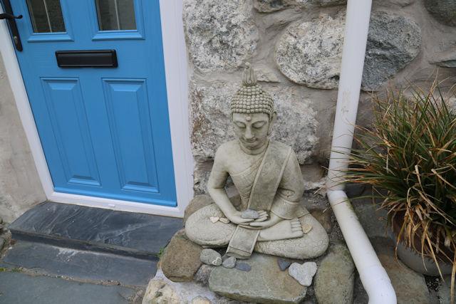 Doorstep statue