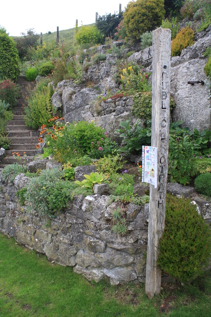 Footpath heading uphill near Jericho Farm