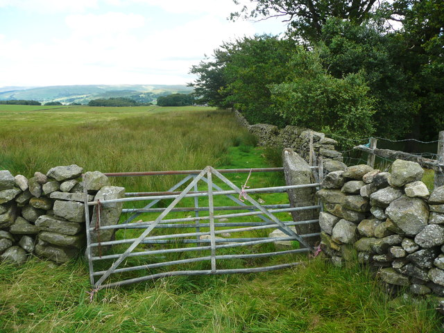 Gate on footpath from Green Hippins to Hard Head Farm