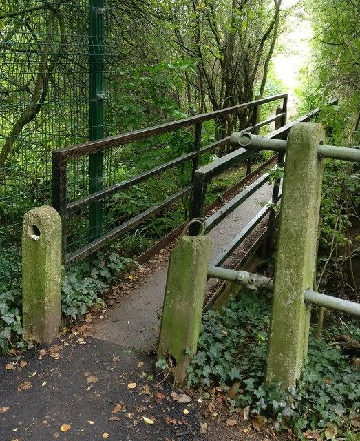 Footbridge across the Lubbesthorpe Brook