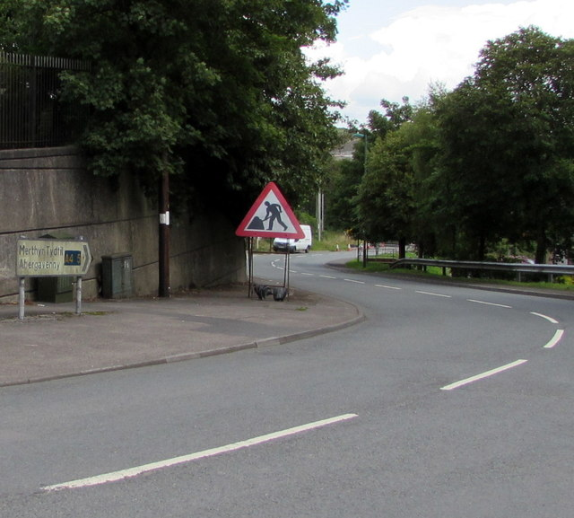 Signs at a bend in the A4077, Brynmawr