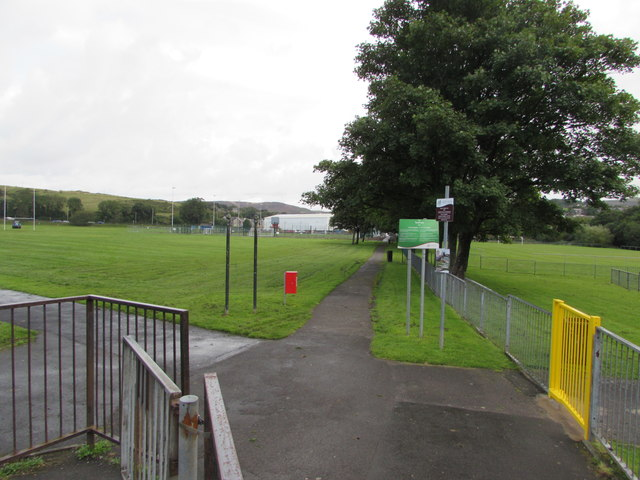 Tynybryn Park path junction, Tonyrefail