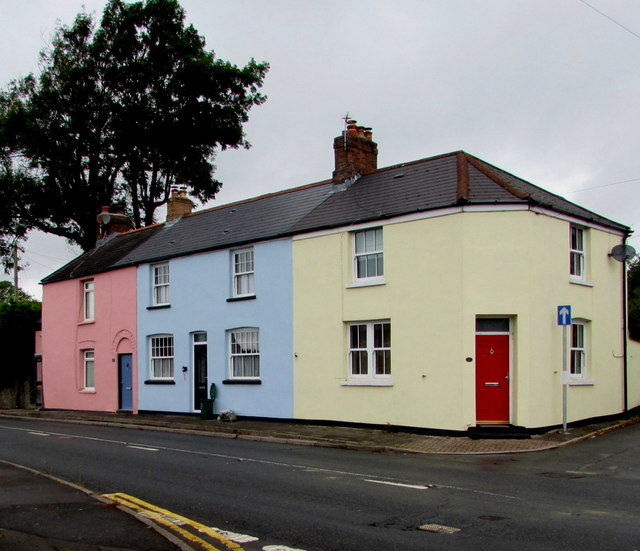 Colourful row of three houses, Groesfaen