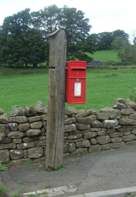 Elizabeth II postbox on the A689, Westgate