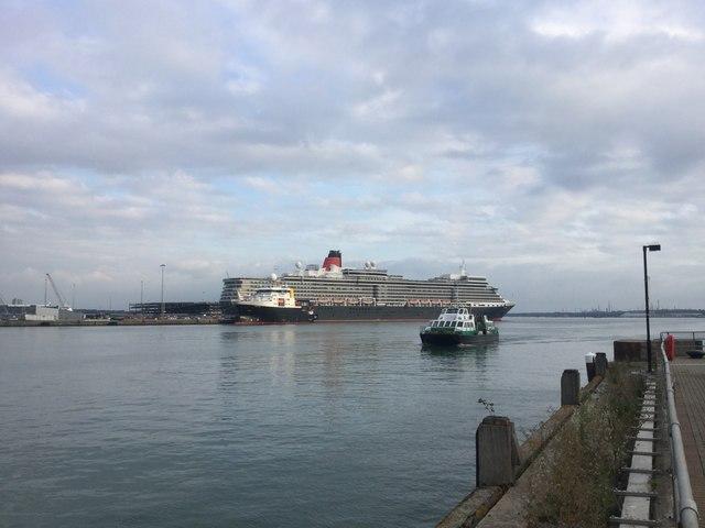 RMS Queen Elizabeth pulling away from Southampton's Ocean Dock