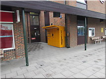 SU5290 : Yellow Amazon Locker outside Didcot Parkway railway station by Jaggery