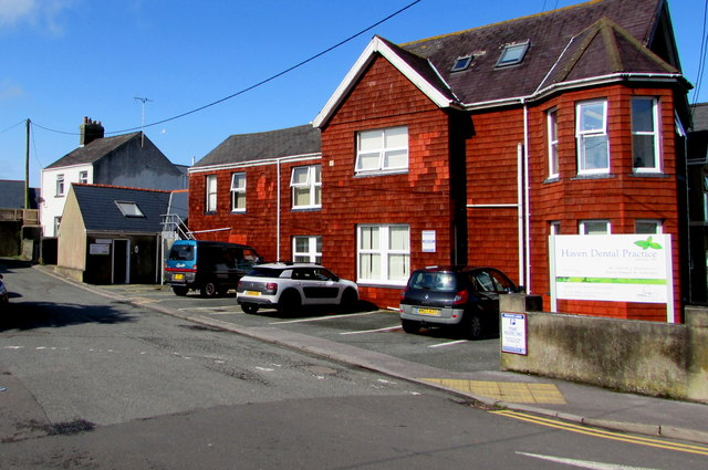 Haven Dental Practice in Milford Haven © Jaggery cc-by-sa