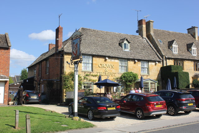 The Crown and Trumpet, Broadway