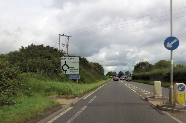 Sign for roundabout for Wellow