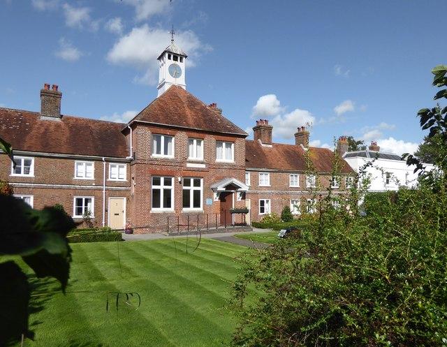 Hawkhurst: Dunk's Almshouses and School