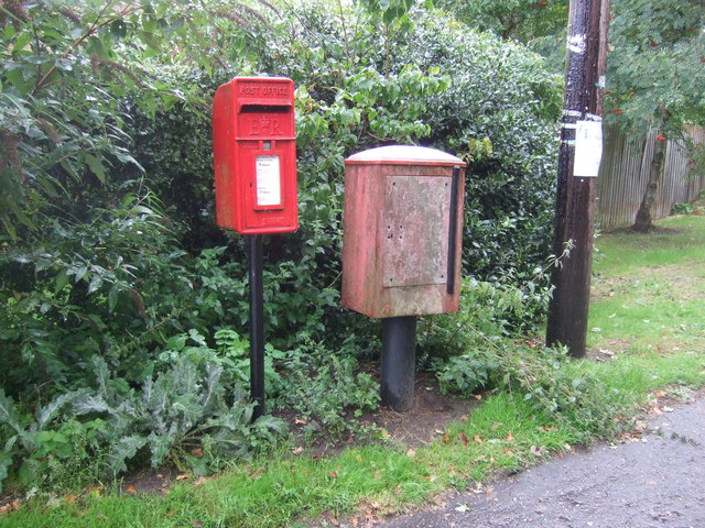 Elizabeth II postbox on Taverham Road