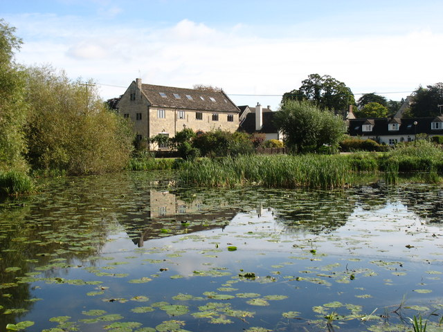 'The Ocean' on the Stroudwater Canal