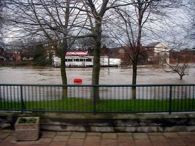 The flooded River Severn at Shrewsbury - 2000