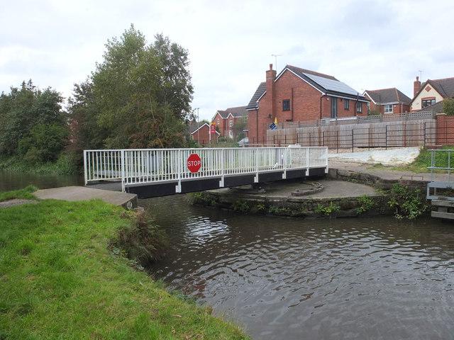 Swing bridge (no.43) at Heron's Wharf, Appley Bridge